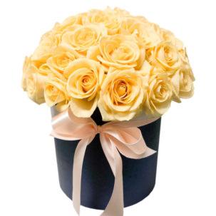 """Цветы в коробке """"Кремовые розы"""""""